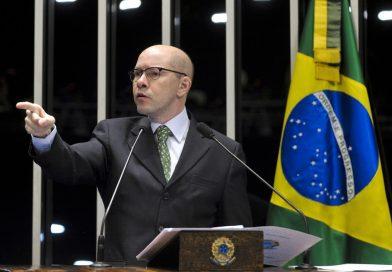 Demóstenes Torres reassume cargo de procurador no MP de Goiás