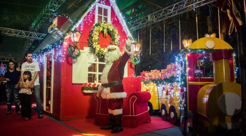 Prefeitura inicia comemorações de Natal com a chegada do Papai Noel, apresentação cultural e uma linda decoração natalina