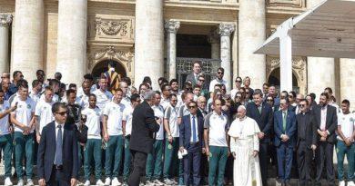 Papa Francisco recebe jogadores da Chapecoense no Vaticano